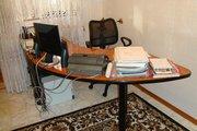 Продаётся комплект офисной  мебели (Стол,  кресло,  тумба)!  89272080486